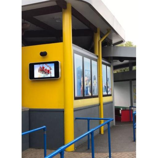 outdoor-waterproof-ip-rated-wall-mounted-digital-signage-advertising-displays-04.jpg